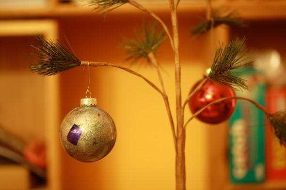 DIY Doctor Who TARDIS glitter holiday ornament for christmas